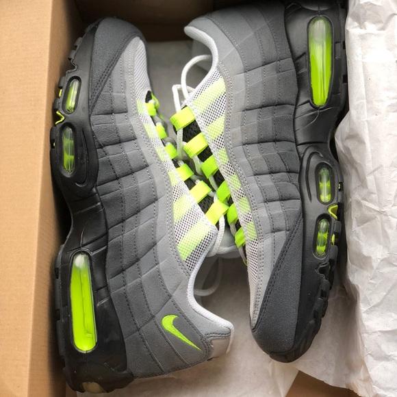 f0bd1ae96f Nike Air Max 95 OG Neon Size 9.5. M_5aa180a83afbbda1e05a67ec